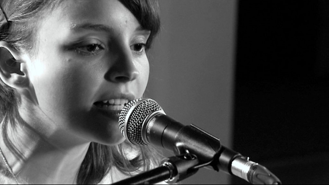 CHVRCHES y su cover a 'Do I Wanna Know?' de Arctic Monkeys